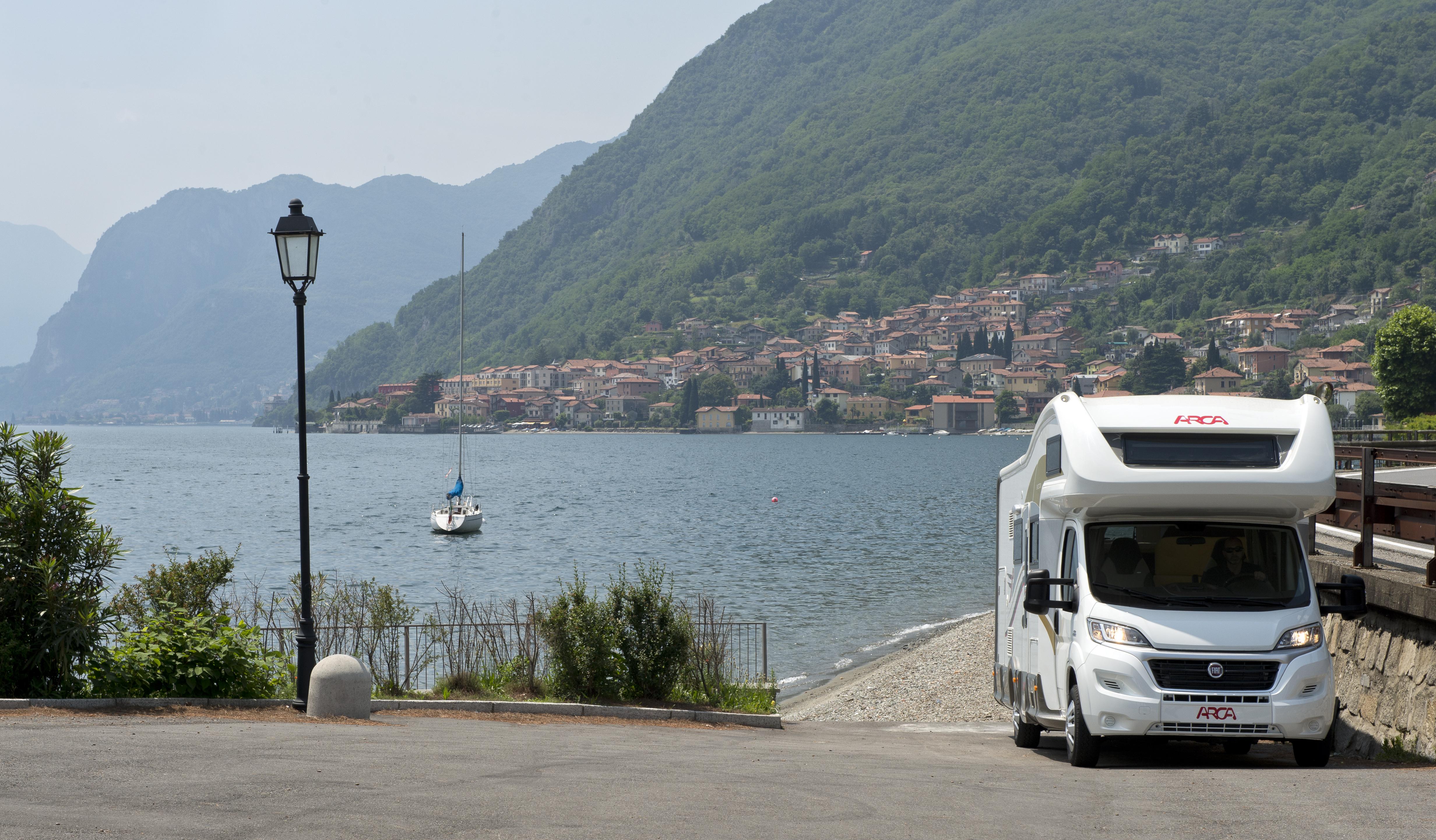 Vacanze in camper: come e perché scegliere un mansardato