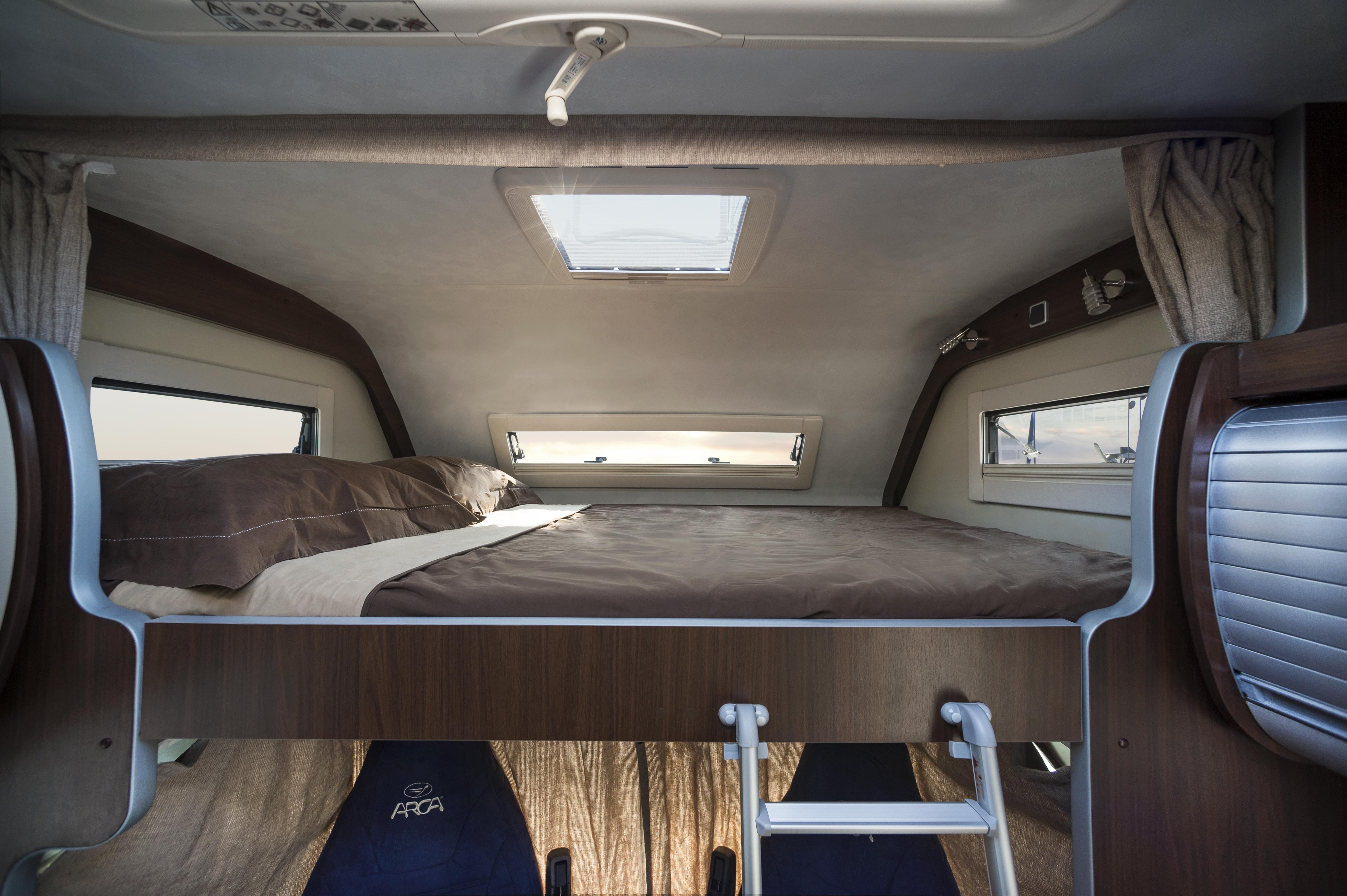 Vacanze in camper come e perch scegliere un mansardato for Apri le foto di case di concetto