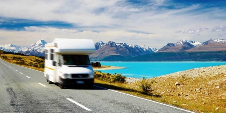 Turismo sostenibile: scegliere i pannelli solari per il camper
