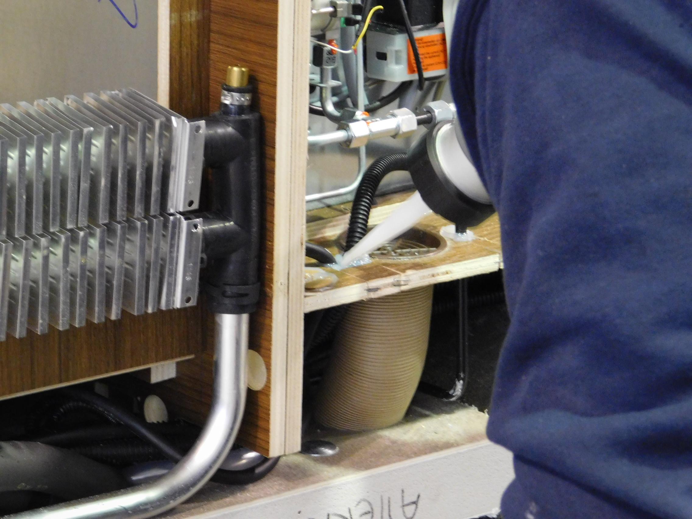 Riscaldamento Ad Aria A Gas.Inverno In Camper Il Riscaldamento Acqua Parte 4 Il Camperista
